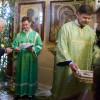 В день Святой Троицы молодёжь прихода раздавала верующим листовки с информацией о празднике